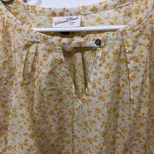 Universal Thread Tops - Yellow floral peasant top
